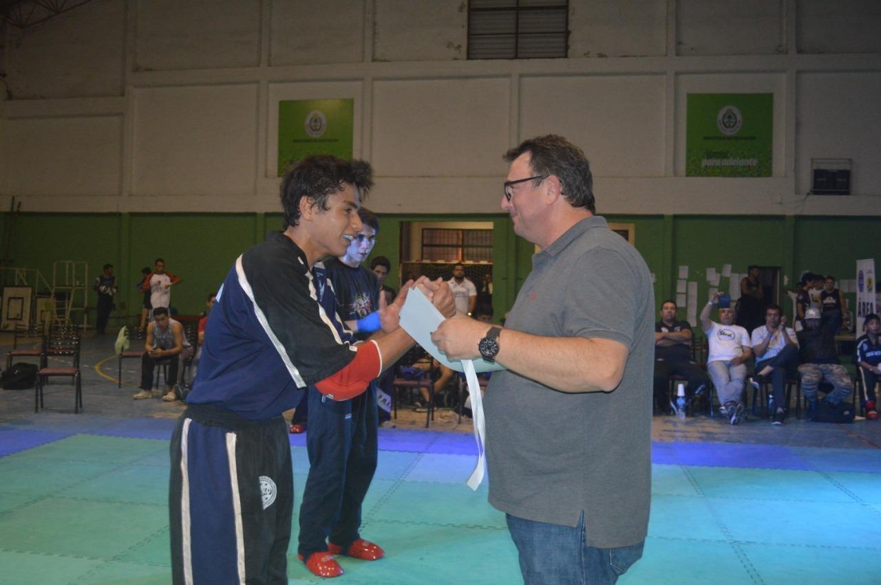 Gala multitudinaria y a puro Kickboxing en el CEF Nº1