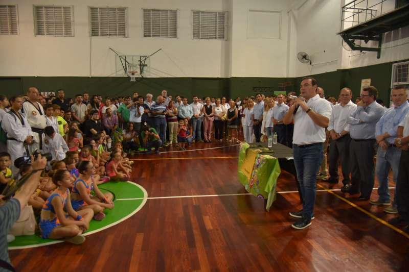 El Gobernador Gustavo Valdés inauguró obras de refacción del Gimnasio Pedro Ferré