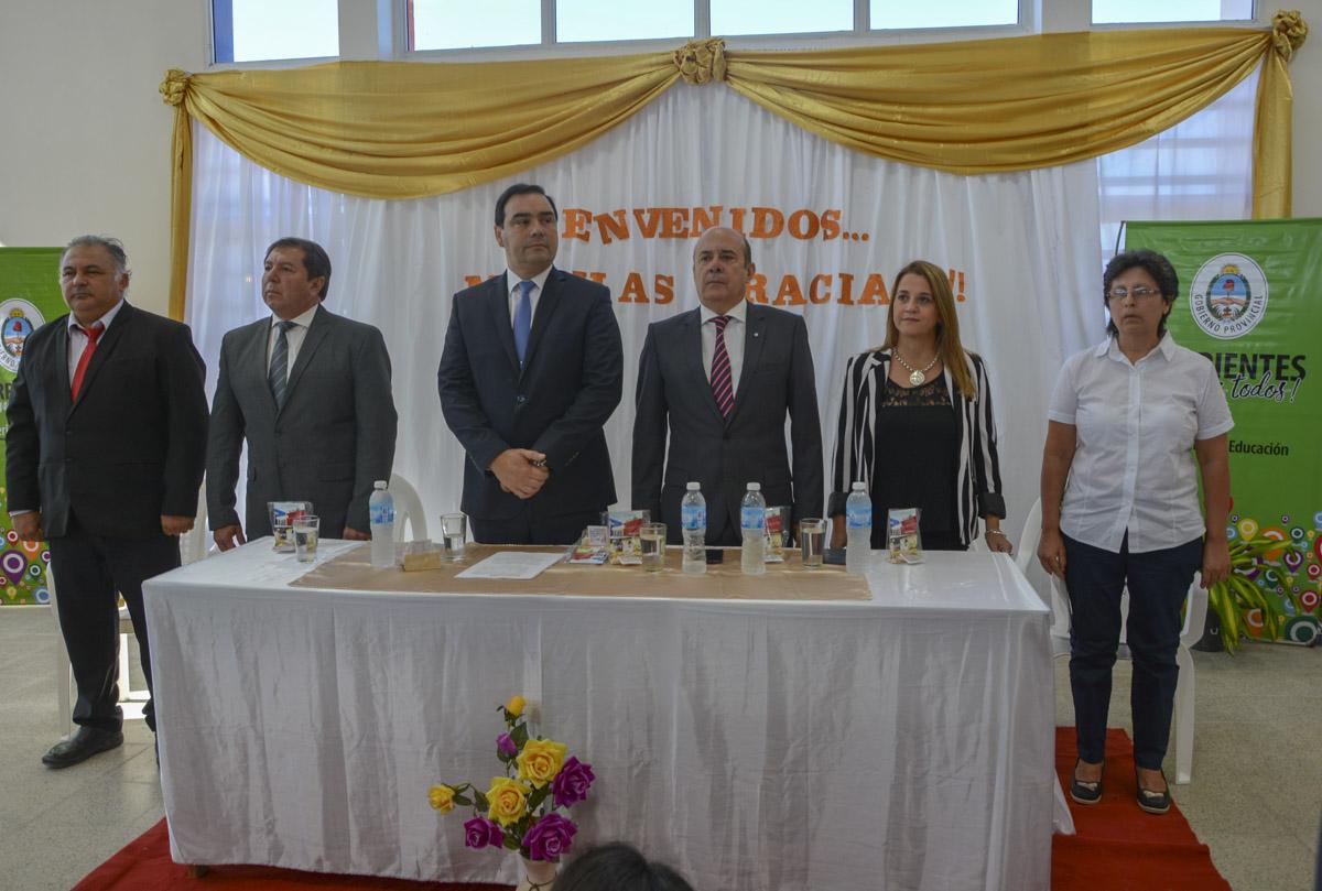 """Valdés inauguró escuelas en los parajes La Palmira y Guayú, para generar """"igualdad de oportunidades"""""""