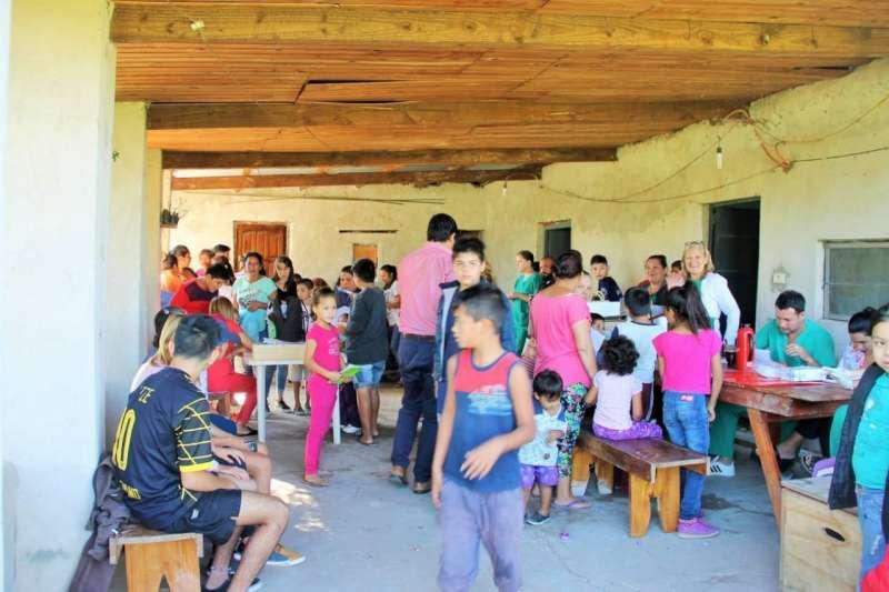 Más de 400 personas atendidas en operativo integral en los B La Chola y Cacique Canindeyu