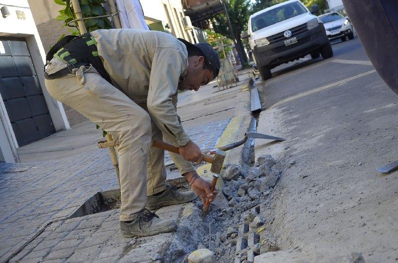 Limpieza de sumideros en las zonas céntricas de la ciudad
