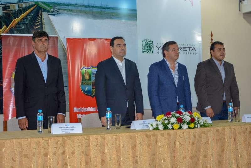 Valdés propuso en Paraguay trabajar en conjunto en el futuro puerto de Ituzaingó