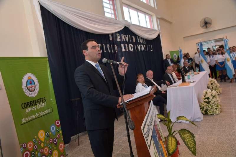 Valdés inauguró un nuevo edificio escolar al abrir el ciclo lectivo en Goya