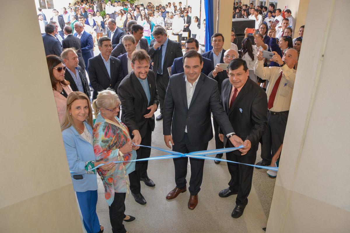 En San Miguel, el gobernador Valdés inauguró dos escuelas y un centro cultural