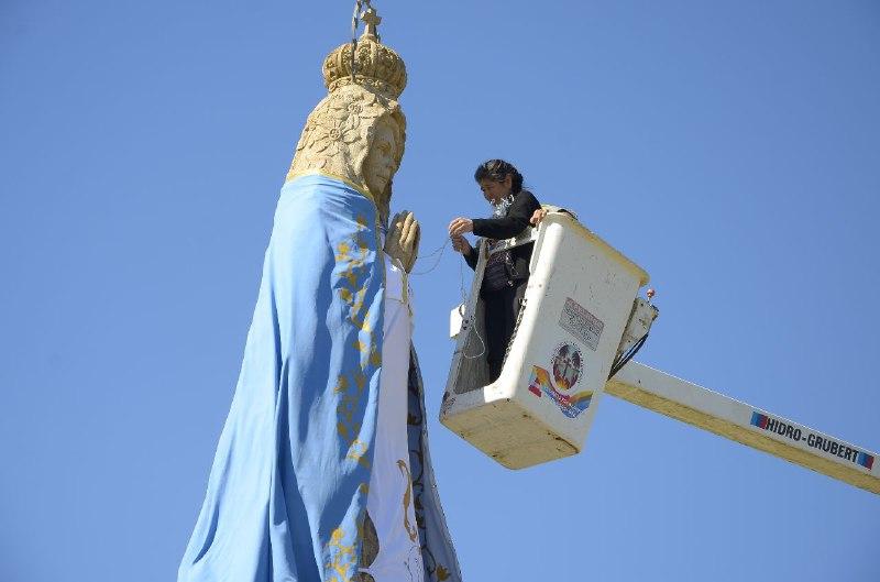 La imagen de la Virgen de Itatí luce un nuevo manto