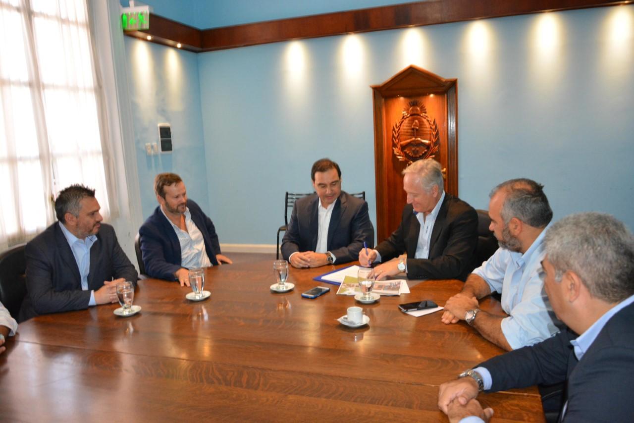 Valdés rubricó convenio para sumar infraestructura que promueva un polo universitario en Monte Caseros