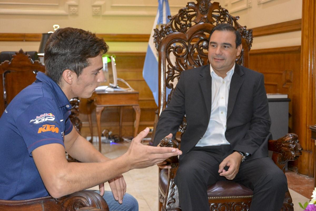 Valdés aseguró apoyo a la carrera deportiva del piloto Emanuel Aguilar