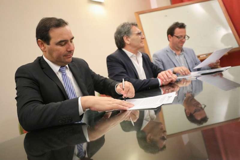Valdés y Avruj firmaron un convenio para fortalecer los Derechos Humanos en varios municipios