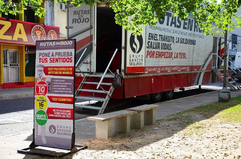 Móvil de seguridad vial realiza test gratuito de aptitud de manejo