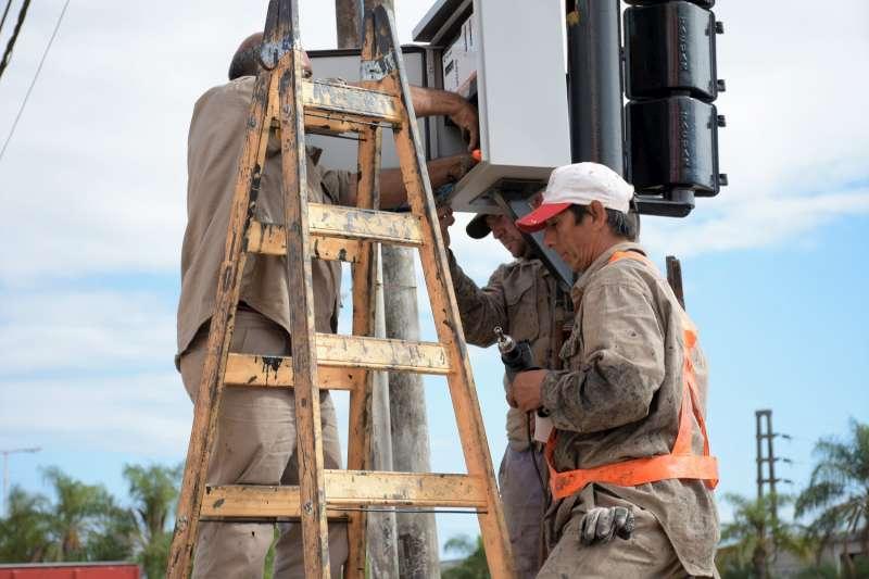 Se pusieron en marcha los trabajos de refuncionalización y recambio de tecnología de semáforos en el Corredor Belgrano