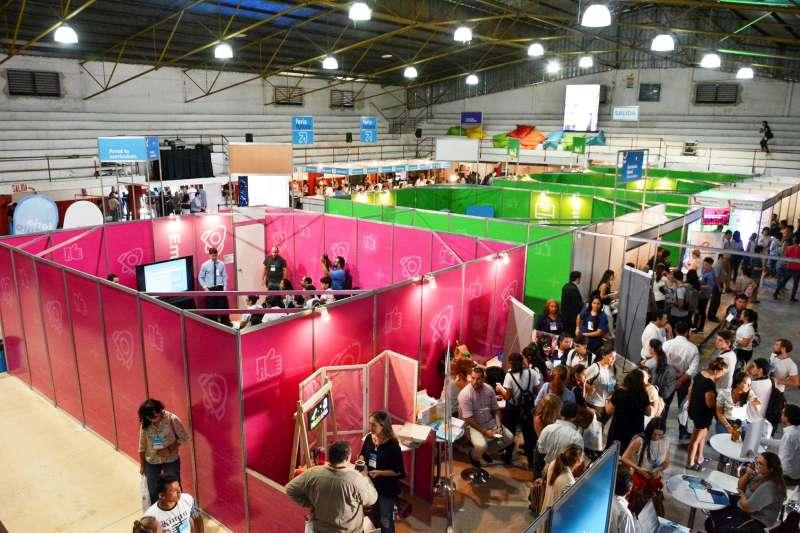 Éxito total de la primera jornada de la Feria Futuro en la ciudad