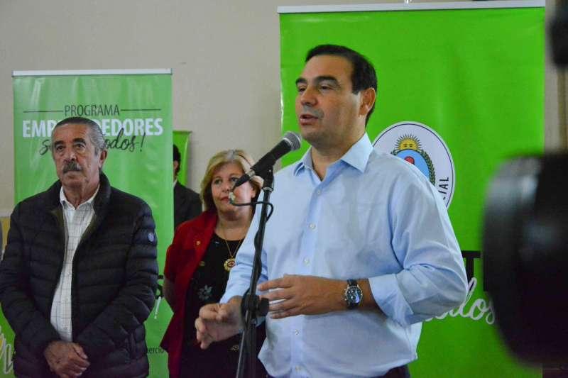 Valdés entregó viviendas en Monte Caseros y anunció un nuevo programa habitacional que necesitará acompañamiento legislativo