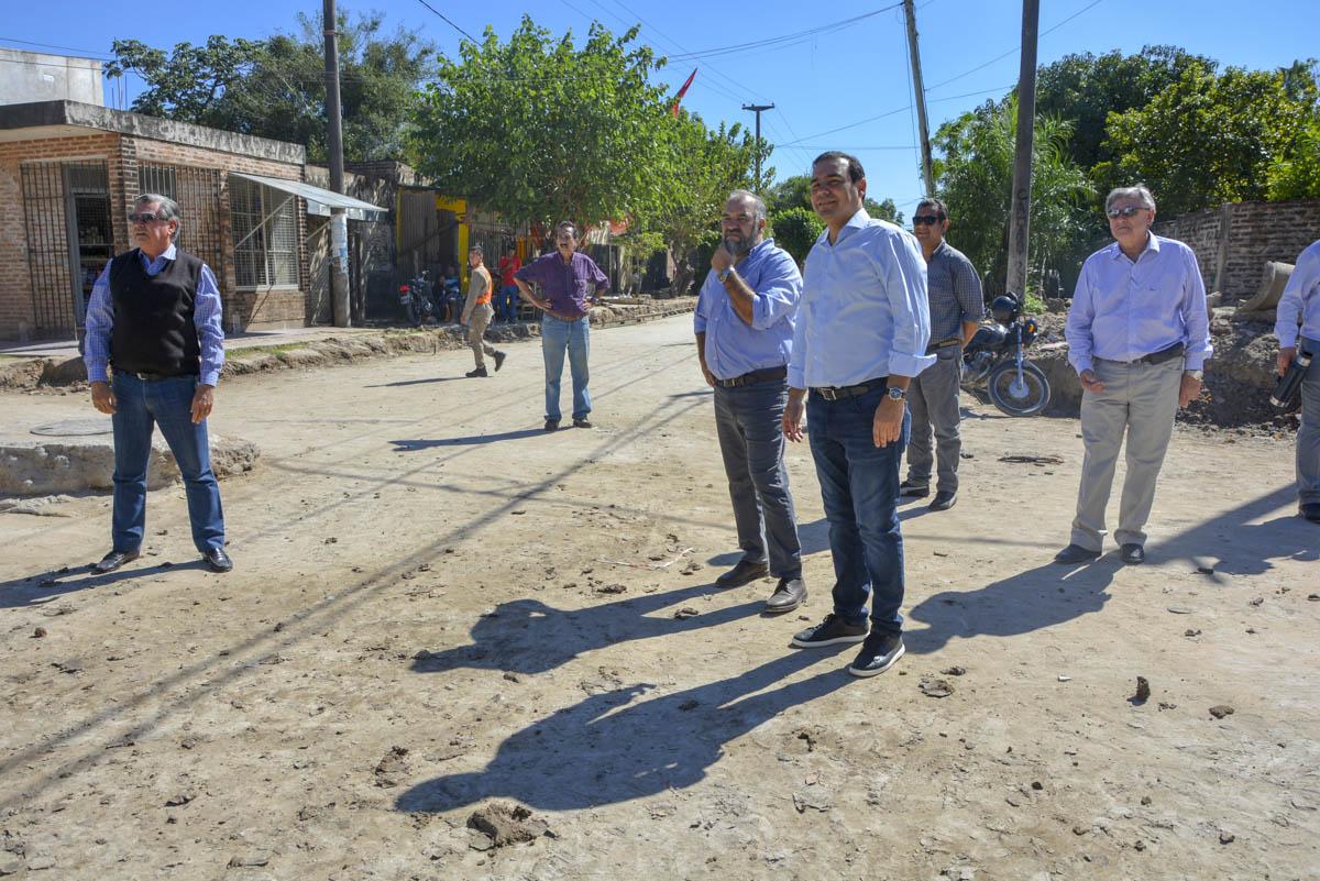 Valdés recorrió obras en Capital y dialogó con los vecinos para tomar nota de sus demandas