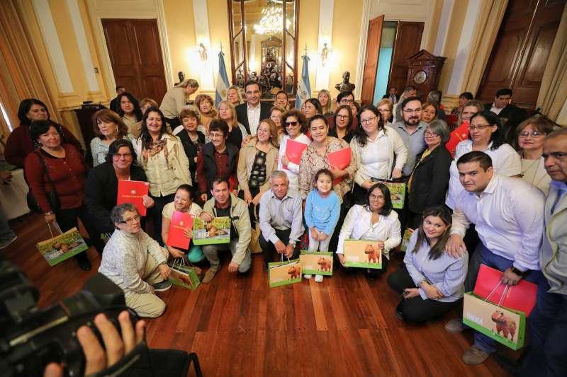Valdés entregó subsidios a bibliotecas populares de la Provincia