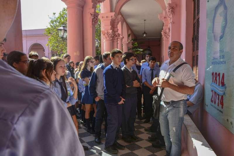 Chicos de escuelas primarias y secundarias visitaron Casa de Gobierno