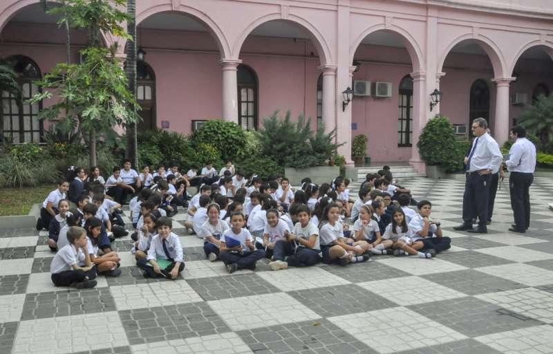 """Alumnos de los colegios Salesiano, San Benito, Instituto de Música, y del Jardín de Infantes """"Manuelita"""" visitaron Casa de Gobierno"""