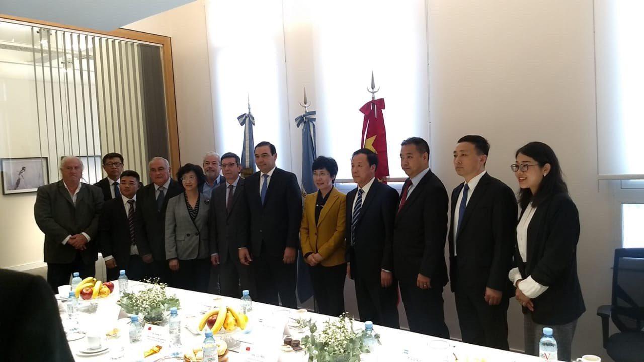 El gobernador Valdés se reunió en Buenos Aires con autoridades chinas por cooperación bilateral