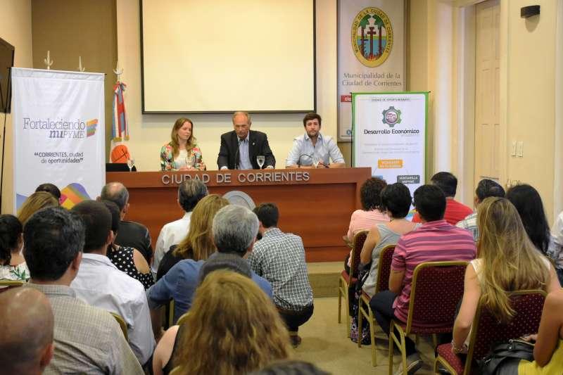 Taller de Marketing y Comercialización en la delegación municipal de Laguna Seca