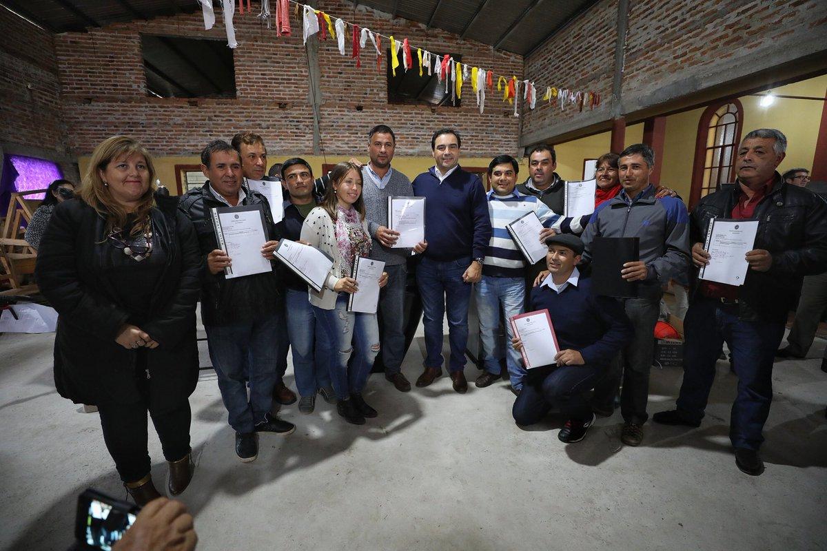 Valdés firmó Convenio, entregó recursos a emprendedores y recorrió obras en Esquina y San Isidro