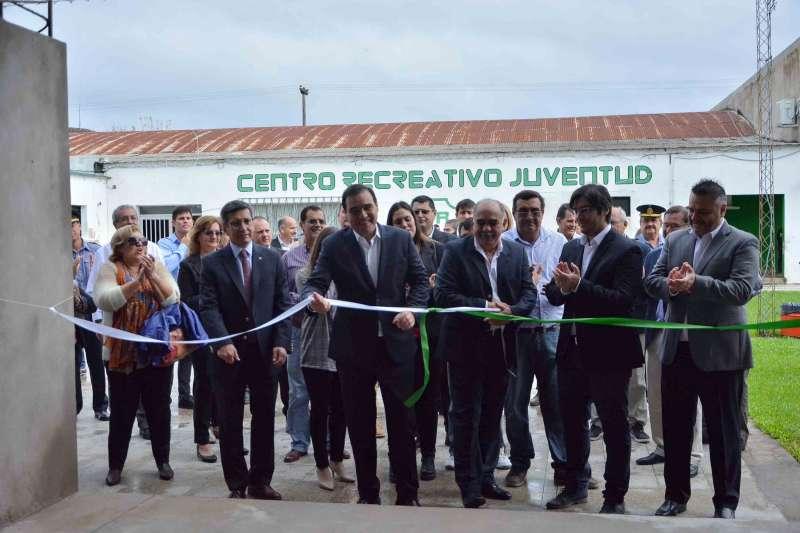 En San Roque Valdés inauguró el playón cubierto del Centro Recreativo Juventud