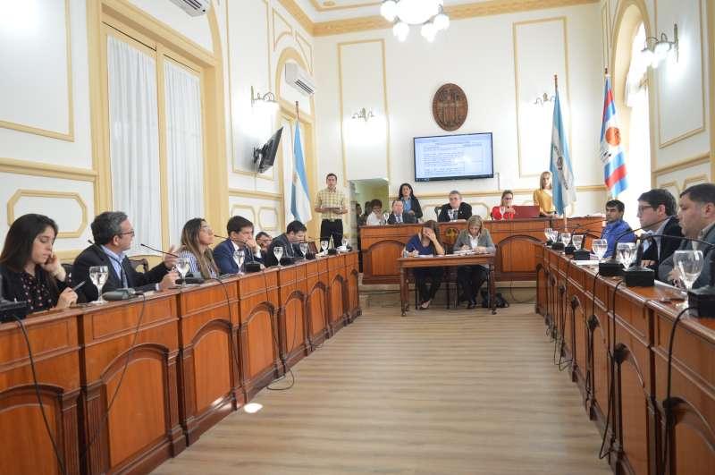 El Concejo aprobó ordenanza que prohíbe el estacionamiento en la calle UNNE
