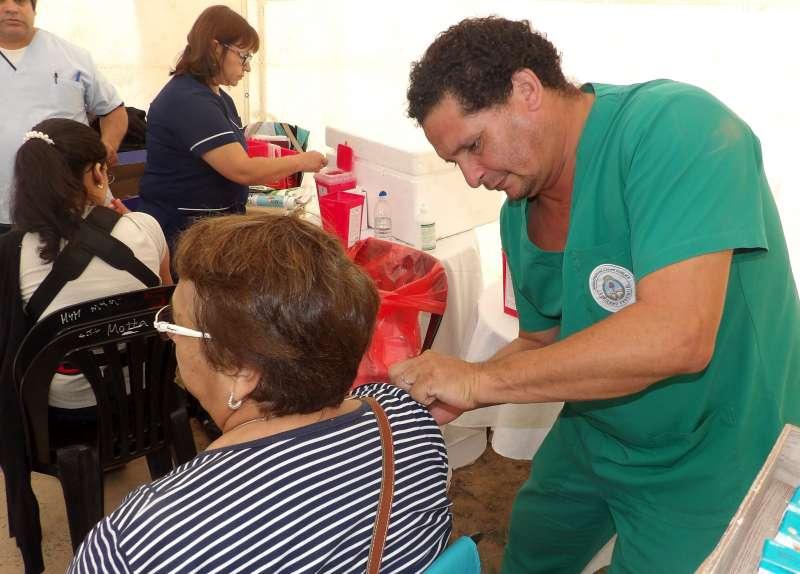La Campaña de Vacunación antigripal llegó a la plaza Vera