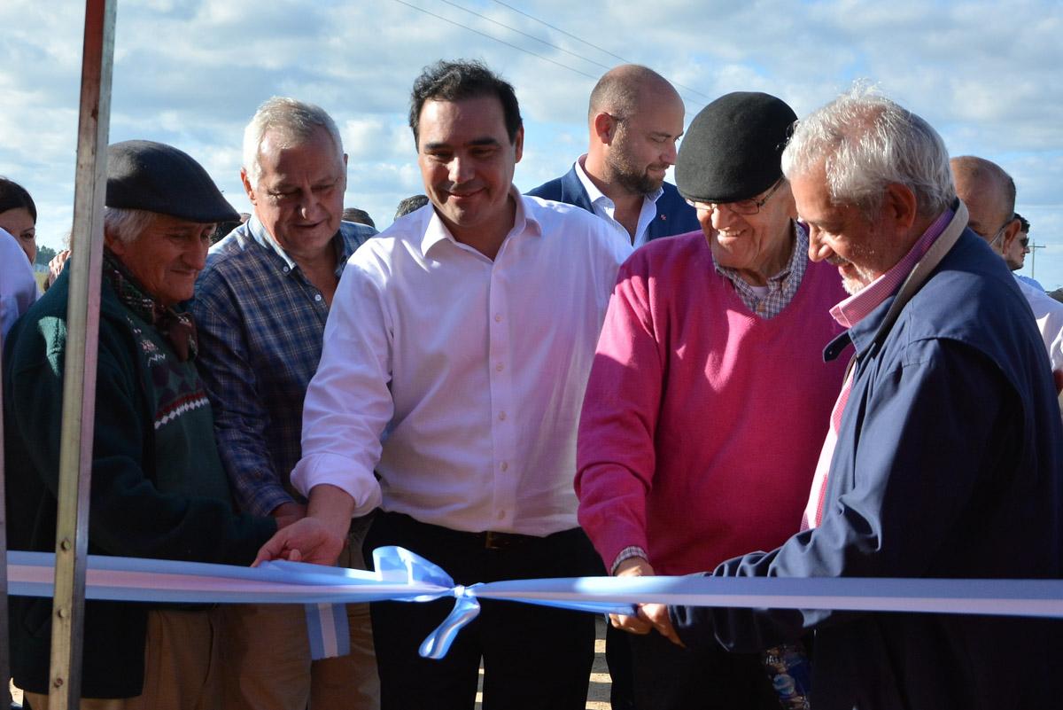 En Villa Olivari, Valdés inauguró el enripiado de la Ruta 22 y la casa del Guardaparque del Portal Camby Retá