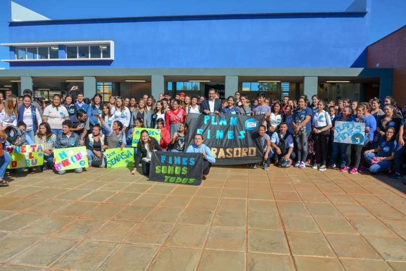 Valdés inauguró un colegio secundario en Virasoro y remarcó la importancia de la educación pública para el desarrollo