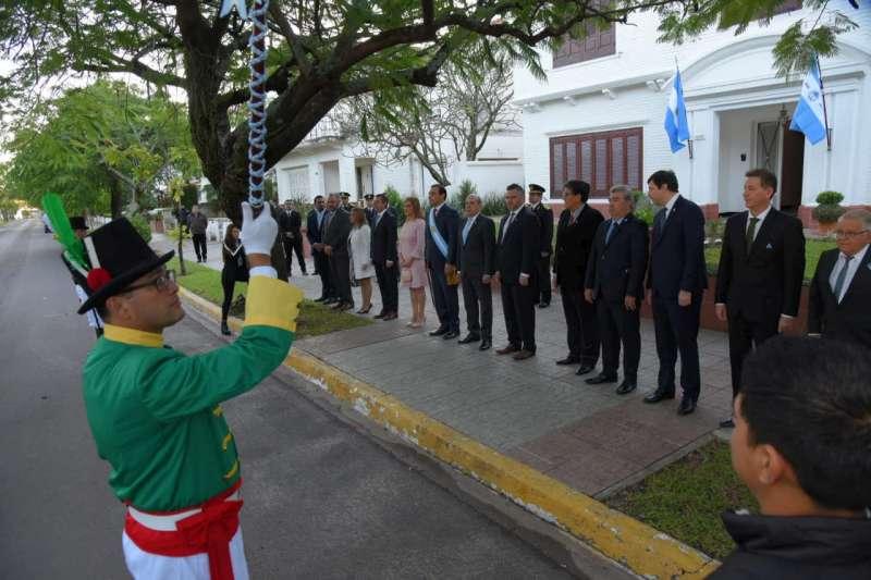 Con el Toque de Diana el gobernador Valdés encabeza la celebración del 25 de Mayo