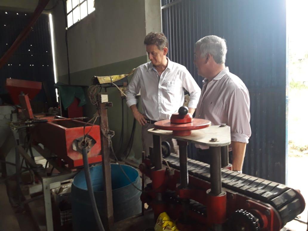 En Bella vista, Desarrollo social entregó maquinarias industriales a una planta recicladora de plásticos