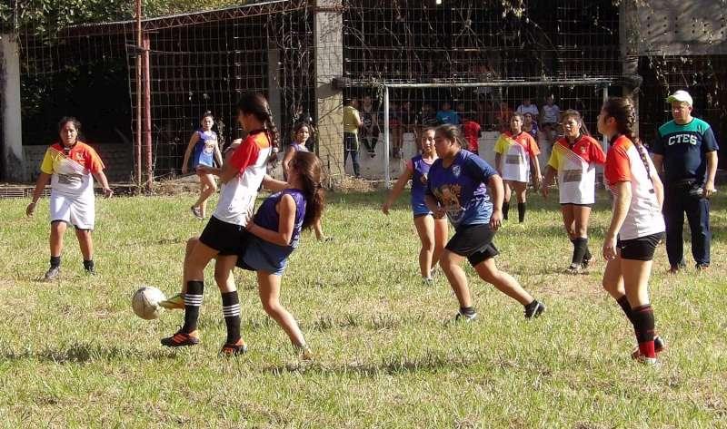 Más de  300 jóvenes disfrutaron de las actividades deportivas y recreativas en la ex fundación Dolly