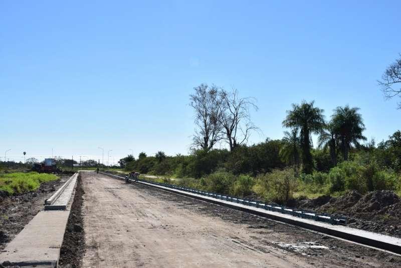 El primer tramo de cordón cuneta del camino al Parque Industrial está casi terminado