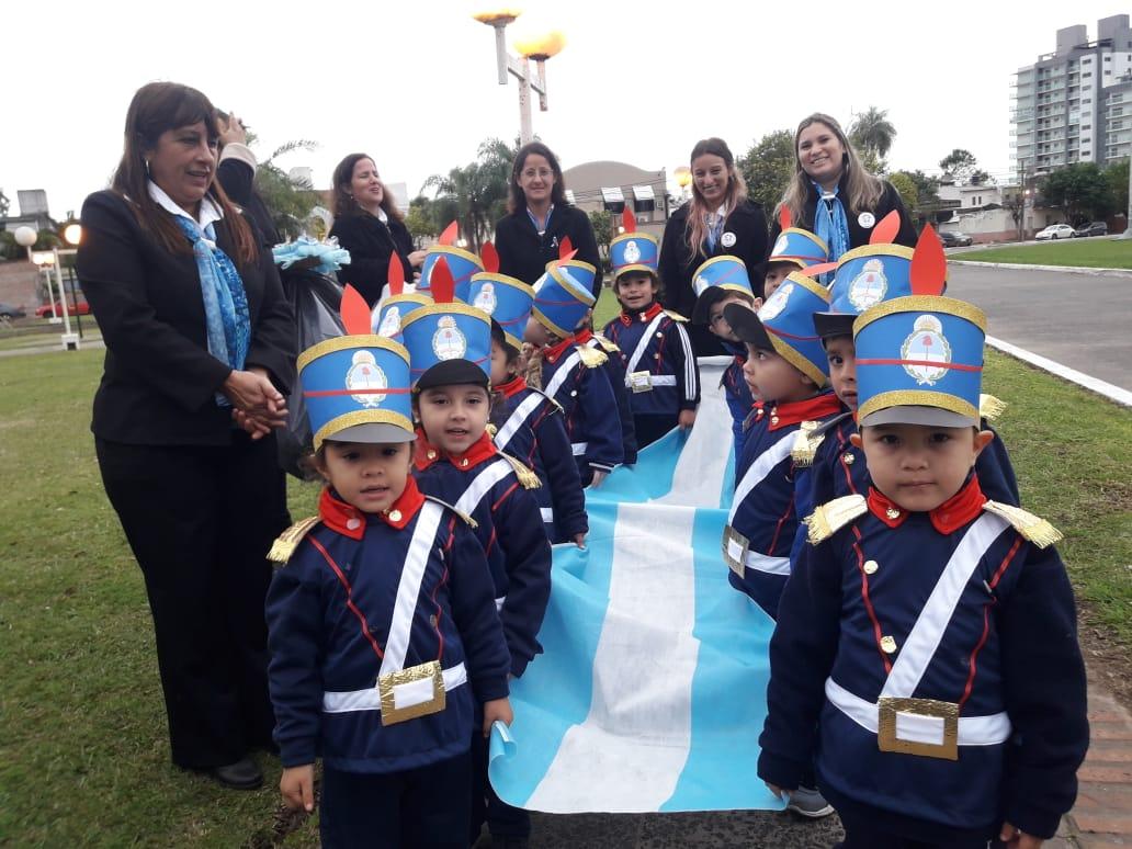 El Ministro Diógenes Gonzalez encabezó el acto del Día de la Bandera de los CDI