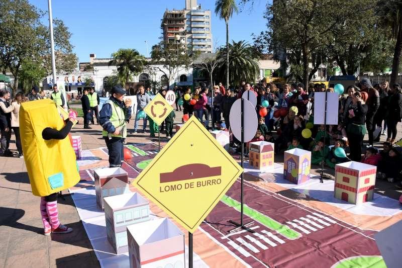 Niños de los jardines maternales concientizaron sobre seguridad vial en la peatonal Junín