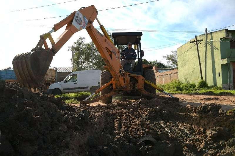 Cambios de caños y tareas de zanjeo en el Molina Punta