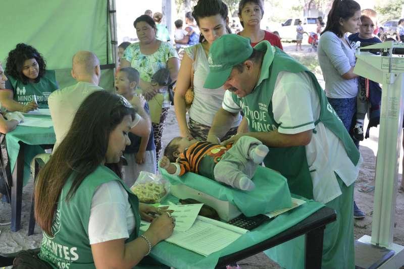 El Ministro Cardozo destacó el trabajo de los Agentes Sanitarios en su día