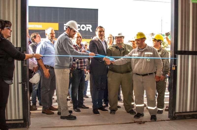 Valdés inauguró nuevas instalaciones y anunció la compra de 50 camionetas para la DPEC