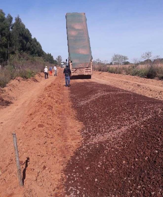 Continúan las obras de mejora de caminos sobre la RP Nº7