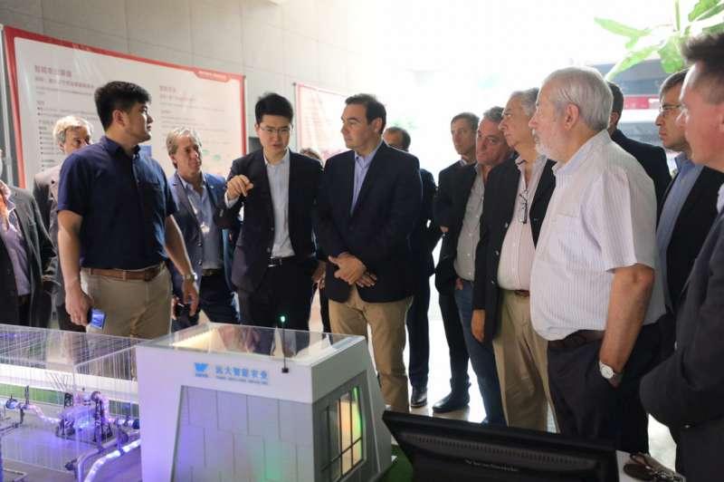 El gobernador estudia prototipo de viviendas industriales de fibra de cemento para dar soluciones habitacionales