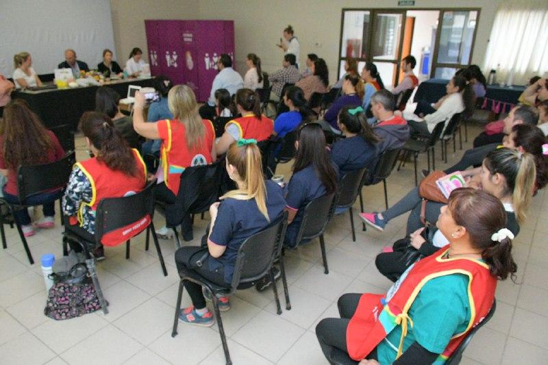Agentes sanitarios municipales participaron de un taller para embarazo y crianza segura
