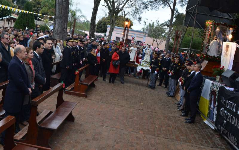 Valdés participó de la procesión y misa por el día de Santa Ana