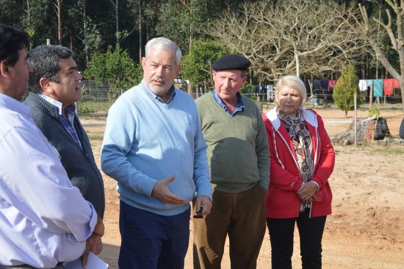 Vara, de recorrida por una zona en la que se reactivó la producción con el mejoramiento de caminos rurales