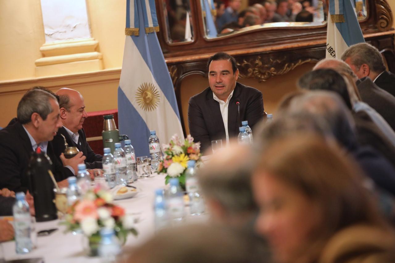Valdés encabezó una reunión de Gabinete ampliado