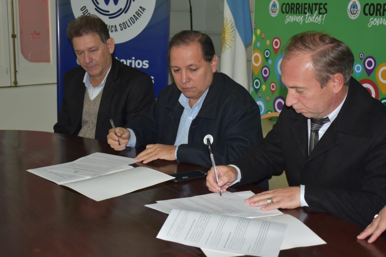 El Ministro Adán Gaya firmo convenio con Fundación odontológica