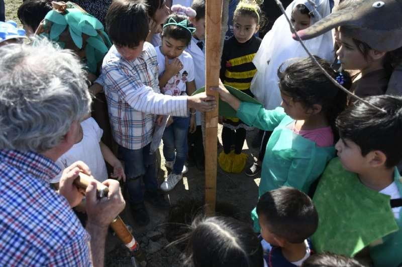 La Municipalidad plantó 100 árboles autóctonos en el barrio Pirayuí