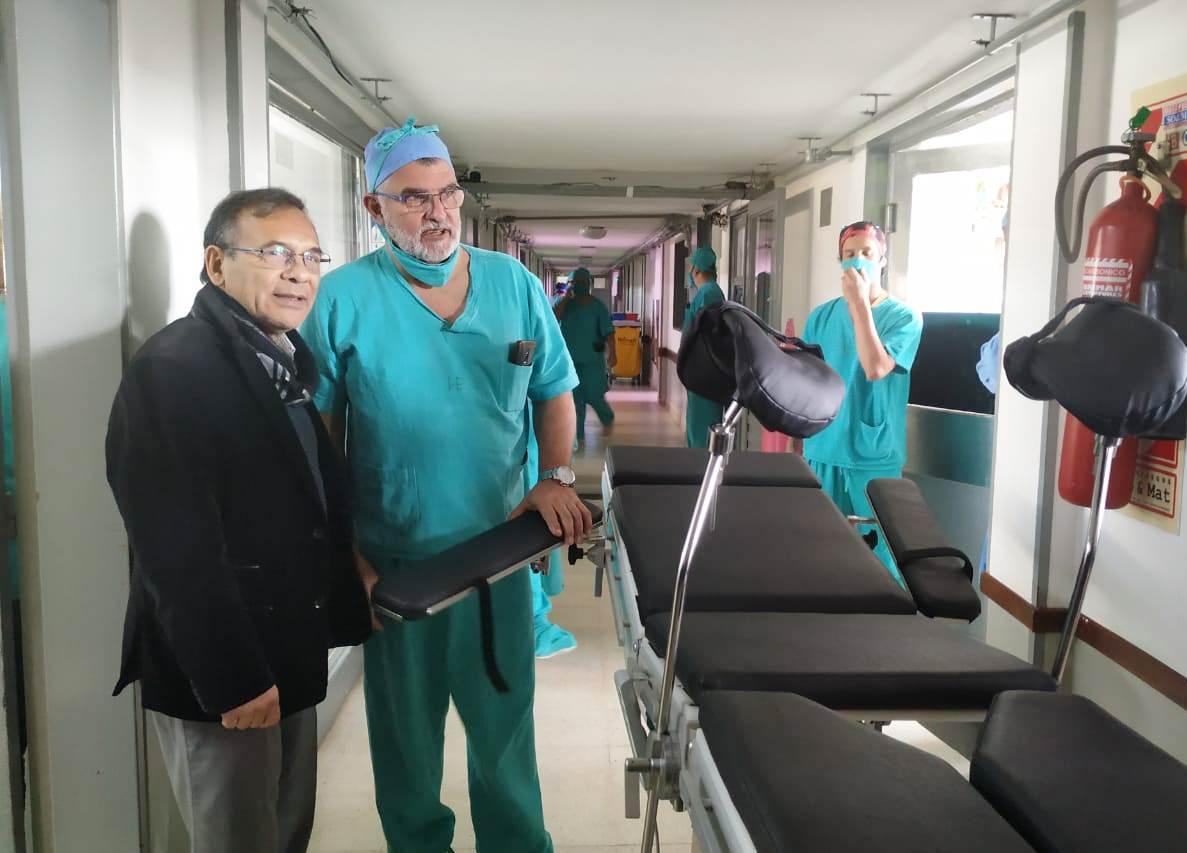 Cardozo entregó equipamiento al hospital Escuela y recorrió obras