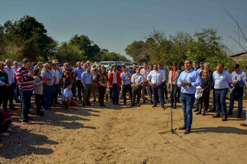 """En Goya, Valdés aseguró que """"no hacemos obras populistas"""" al inaugurar infraestructura rural y recorrer otras en la ciudad"""