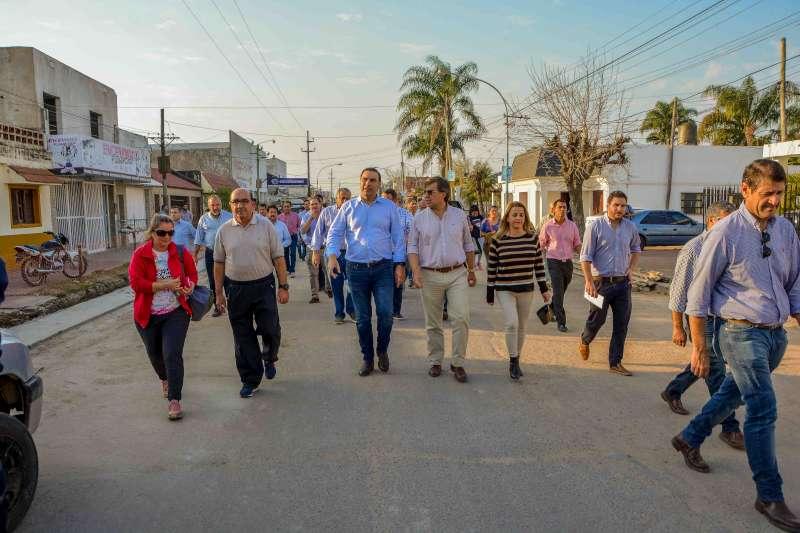 El Gobernador recorrió obras de pavimento y pidió acompañamiento a los goyanos