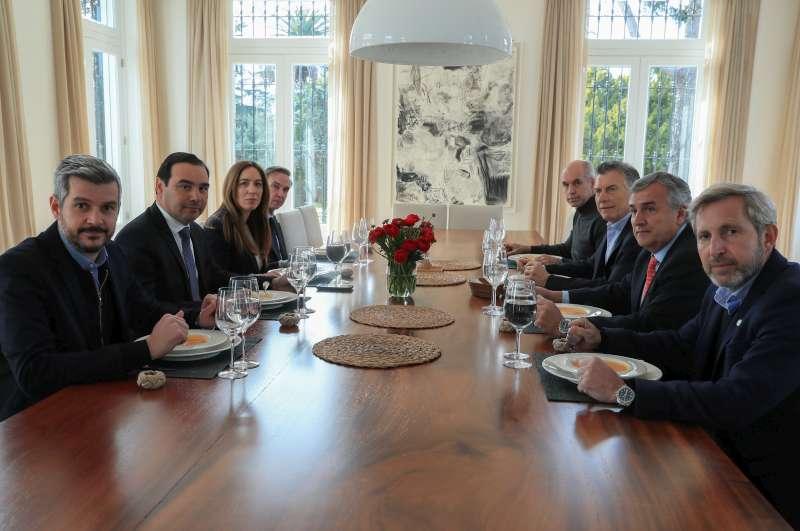 Valdés se reunió con Macri y otros gobernadores por la situación económica del país