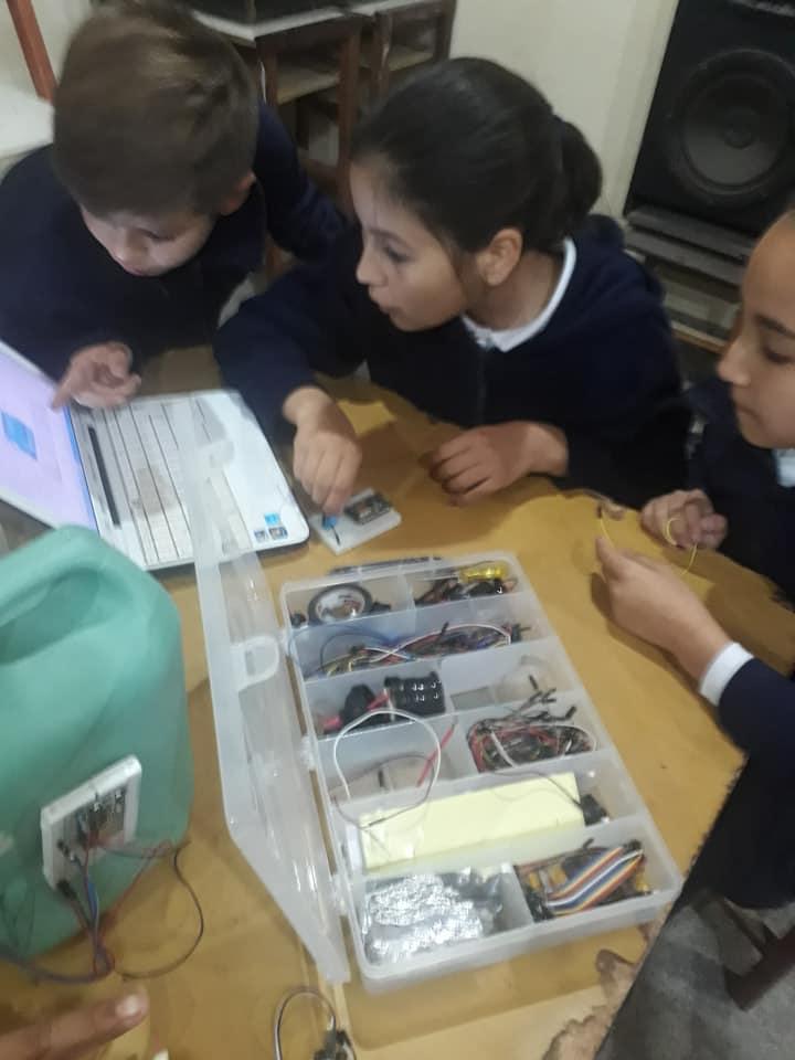 Experiencia de sistema de riego inteligente en una Escuela de San Cayetano